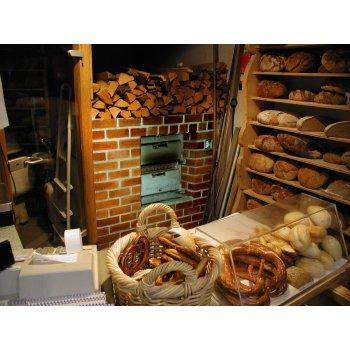 Дровяная печь в магазине